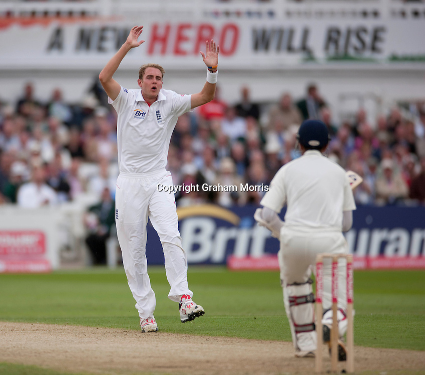 Rahul Dravid not out off Stuart Broad during the second npower Test Match between England and India at Trent Bridge, Nottingham.  Photo: Graham Morris (Tel: +44(0)20 8969 4192 Email: sales@cricketpix.com) 29/07/11