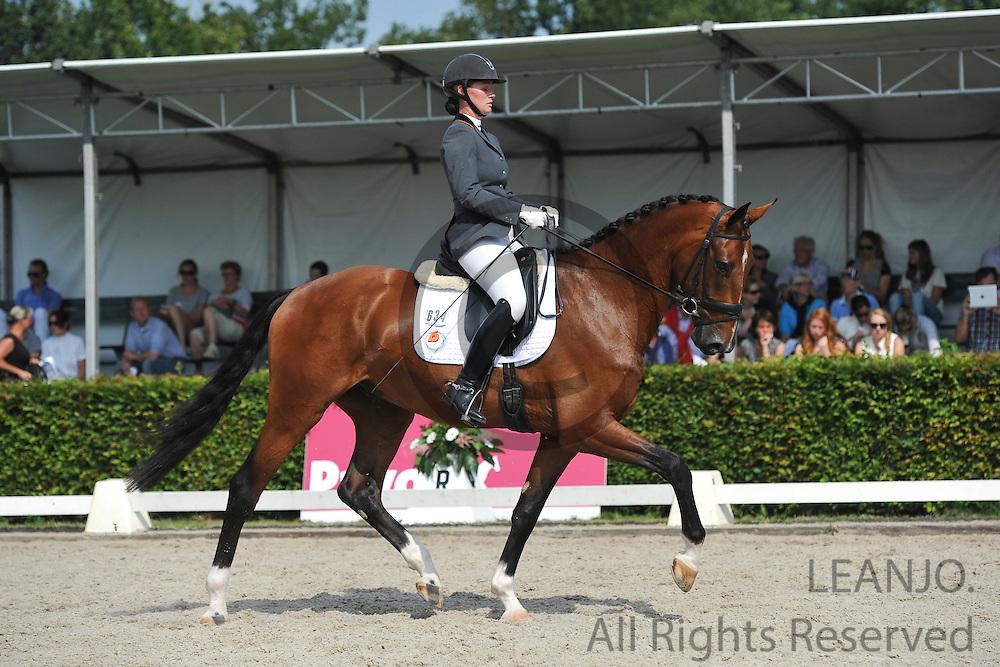 Kirsten Beckers - Broere Davos<br /> KWPN Paardendagen 2012<br /> © DigiShots