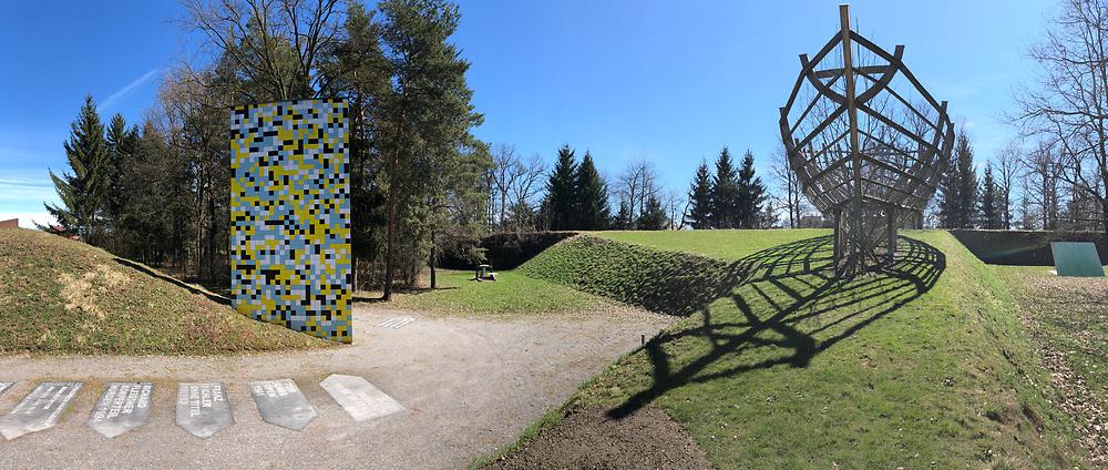 &Ouml;sterreichischer Skulpturenpark (Austrian Sculptures Park), Premst&auml;tten.<br /> Mario Terzic, Arche aus lebenden B&auml;umen, 1998/2010-2011 (r.), J&ouml;rg Schlick, Made in Italy, 2003