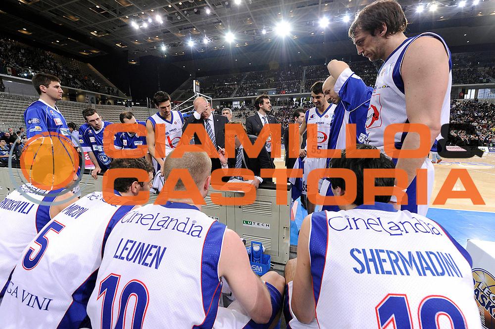 DESCRIZIONE : Torino Coppa Italia Final Eight 2012 Finale Montepaschi Siena Bennet Cantu <br /> GIOCATORE : Andrea Trinchieri<br /> CATEGORIA : coach time out<br /> SQUADRA : Bennet Cantu<br /> EVENTO : Suisse Gas Basket Coppa Italia Final Eight 2012<br /> GARA : Montepaschi Siena Bennet Cantu<br /> DATA : 19/02/2012<br /> SPORT : Pallacanestro<br /> AUTORE : Agenzia Ciamillo-Castoria/C.De Massis<br /> Galleria : Final Eight Coppa Italia 2012<br /> Fotonotizia : Torino Coppa Italia Final Eight 2012 Finale Montepaschi Siena Bennet Cantu<br /> Predefinita :