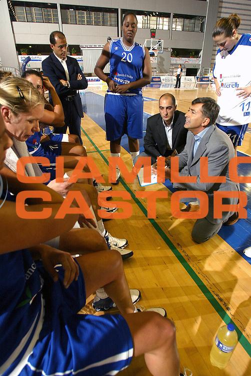 DESCRIZIONE : Taranto Lega A1 Femminile 2005-06 Germano Zama Faenza Banco Di Sicilia Ribera <br /> GIOCATORE : Team Faenza Timeout <br /> SQUADRA : Germano Zama Faenza <br /> EVENTO : Campionato Lega A1 Femminile  2005-2006 <br /> GARA : Germano Zama Faenza Banco Di Sicilia Ribera <br /> DATA : 01/10/2005 <br /> CATEGORIA : <br /> SPORT : Pallacanestro <br /> AUTORE : Agenzia Ciamillo-Castoria