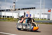 In Lelystad rijdt Robert Braam de eerste meters in de VeloX4. Hij vervangt Rik Houwers die door een blessure het team heeft moeten verlaten. In september wil het Human Power Team Delft en Amsterdam, dat bestaat uit studenten van de TU Delft en de VU Amsterdam, een poging doen het wereldrecord snelfietsen te verbreken, dat nu op 133 km/h staat tijdens de World Human Powered Speed Challenge.<br /> <br /> With the special recumbent bike the Human Power Team Delft and Amsterdam, consisting of students of the TU Delft and the VU Amsterdam, also wants to set a new world record cycling in September at the World Human Powered Speed Challenge. The current speed record is 133 km/h.