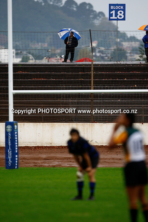 Spectators brave the weather, Premier Club Rugby, Ponsonby v Grammar-Carlton. Western Springs park, Auckland. 2 May 2009. Photo: William Booth/PHOTOSPORT