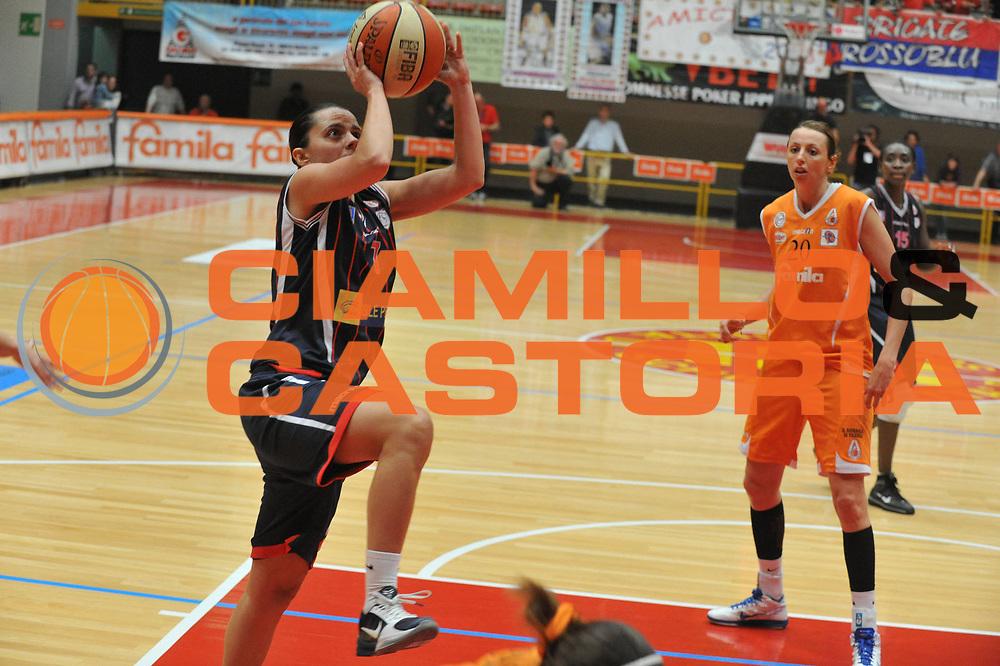 DESCRIZIONE : Schio LBF Playoff Finale Gara 2 Famila Wuber Schio Cras Basket Taranto<br /> GIOCATORE : Angela Gianolla<br /> SQUADRA : Famila Wuber Schio Cras Basket Taranto<br /> EVENTO : Campionato Lega Basket Femminile A1 2010-2011<br /> GARA : Famila Wuber Schio Cras Basket Taranto<br /> DATA : 03/05/2011 <br /> CATEGORIA : Tiro<br /> SPORT : Pallacanestro <br /> AUTORE : Agenzia Ciamillo-Castoria/M.Gregolin<br /> Galleria : Lega Basket Femminile 2010-2011<br /> Fotonotizia : Schio LBF Playoff Finale Gara 2 Famila Wuber Schio Cras Basket Taranto<br /> Predefinita :