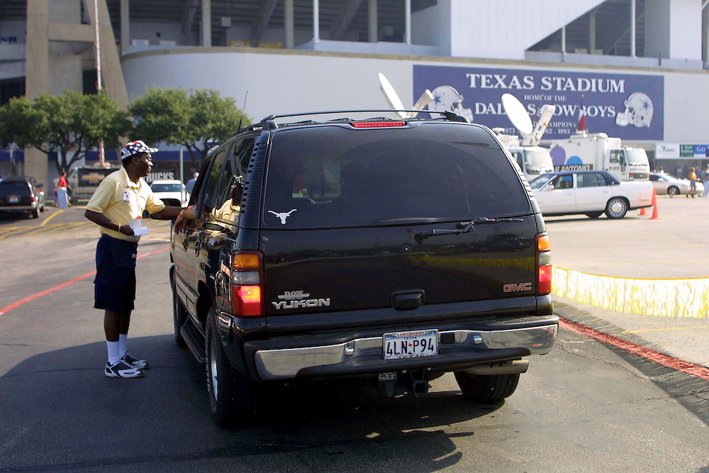 Security outside Texas Stadium before Dallas Cowboys vs San Diego Chargers game on 09/23/2001..©Wesley Hitt/NFL Photos