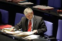 24 OCT 2003, BERLIN/GERMANY:<br /> Joschka  Fischer, B90/Gruene, Bundesaussenminister, liest in Unterlagen, waehrend  der Bundestagsdebatte zum Einsatz von Bundeswehrsoldaten in K undus/A fganistan, Plenum, Deutscher Bundestag<br /> IMAGE: 20031024-01-023<br /> KEYWORDS: Akte, Akten, papers, lesen