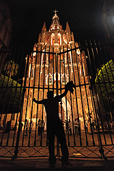 September 29, 2018 - San Miguel De Allende, Guanajuato, Mexico - A man stands defiantly at the gates of San Miguel Archangel Arcángel church known locally as the Parroquia, as he taunts the guardians inside at the start of the La Alborada festival September 29, 2018 in San Miguel de Allende, Mexico. The festival celebrates the cities patron saint with a two hour-long firework battle at 4am representing the struggle between Saint Michael and Lucifer. (Credit Image: © Richard Ellis/ZUMA Wire)