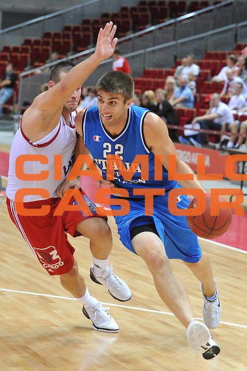 DESCRIZIONE : DANZICA POLONIA TORNEO INTERNAZIONALE SOPOT BASKET CUP Lettonia Italia<br /> GIOCATORE : jeff viggiano<br /> CATEGORIA : palleggio<br /> SQUADRA : Nazionale Italia Maschile<br /> EVENTO : TORNEO INTERNAZIONALE SOPOT BASKET CUP<br /> GARA : Lettonia Italia<br /> DATA : 03/08/2012<br /> SPORT : Pallacanestro<br /> AUTORE : Agenzia Ciamillo-Castoria/M.Gregolin<br /> Galleria : FIP Nazionali 2012<br /> Fotonotizia :  DANZICA POLONIA TORNEO INTERNAZIONALE SOPOT BASKET CUP Lettonia Italia<br /> Predefinita :