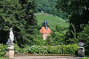 Weinbergkirche vom Schlosspark aus, Pillnitz, Dresden, Sachsen, Deutschland.|.vineyard church from castle gardens of Pillinitz, Dresden, Germany