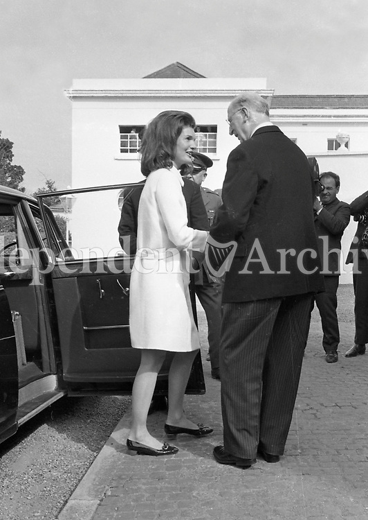 Jacqueline Kennedy's visit to Ireland, June 1967.<br /> (Jacqueline &quot;Jackie&quot; Lee Bouvier Kennedy Onassis)<br /> Jacqueline Kennedy with President of Ireland Mr. &Eacute;amon de Valera at &Aacute;ras an Uachtar&aacute;in.<br /> June 30th 1967.<br /> (Part of the Independent Ireland Newspapers/NLI Collection)