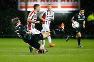 26-01-2016 VOETBAL:WILLEM II-FC GRONINGEN:TILBURG<br /> <br /> Etienne Reijnen in duel met Robbie Haemhouts van Willem II <br /> <br /> Foto: Geert van Erven