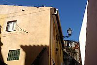 01 JAN 2006, LISBON/PORTUGAL:<br /> Haeuser und Gassen von Alfama, einem historischen Stadtteil der Stadt Lissabon<br /> Houses und Streets of Alfama, a historical district of the city of Lisbon<br /> IMAGE: 20060101-01-005<br /> KEYWORDS: Lisboa, Reise, travel, Stadtansicht, Europa, europe, cityscape, H&auml;user, Haus