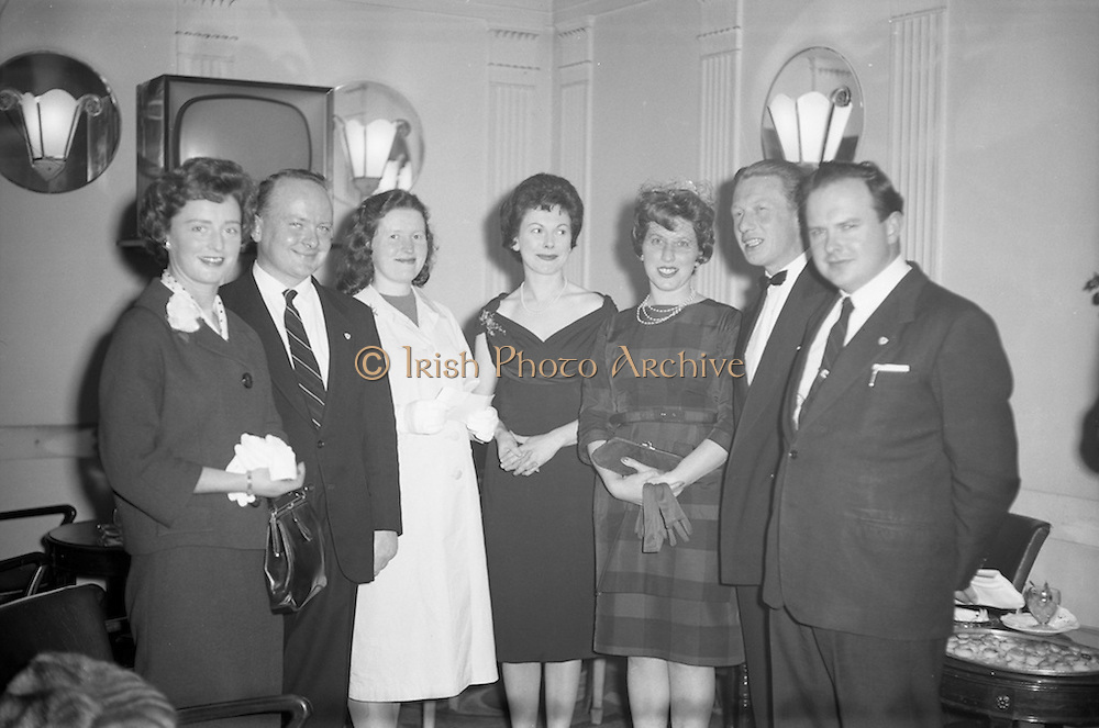 17/04/1961<br /> 04/17/1961<br /> 17 April 1961<br /> A.E.I. Gala Ltd. press reception at the Gresham Hotel Dublin. Miss Noell Middleton, (fourth from left) Sligo born film star presents prizes at the reception.