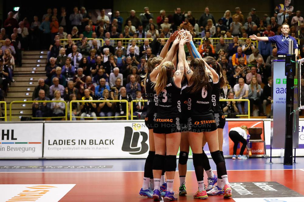 20161106 DUI: Bundesliga, Ladies in Black Aachen - MTV Allianz Stuttgart: Aachen<br />Ladies in Black Aachen vieren een blockpunt<br />©2016-FotoHoogendoorn.nl / Pim Waslander