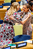 24-9-2018 NEW YORK Crownprincess Victoria hugs Dutch Princess Mabel United Nations building for the General Assembly prinses mabel en prinses victoria zweden ROBIN UTRECHT
