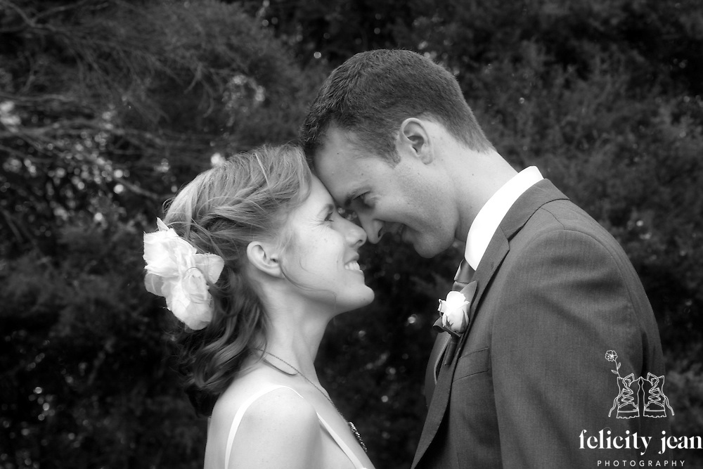 coromandel wedding photos nick & narelle's wedding at Cooks Beach & Villa Toscana Whitianga by fleaphotos
