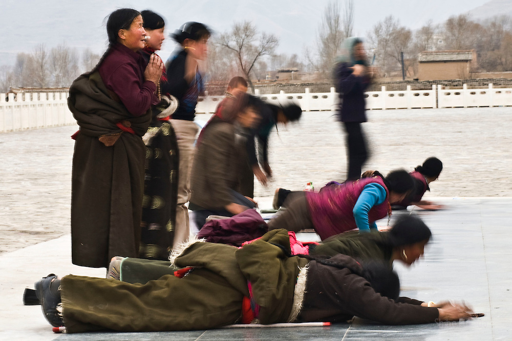 Tibet New Year - China - Edward Wong<br /> Tibetans pray near Rongwo monastery  (Longwu in Chinese) on Tibetan New Year's Day  in Rebkong (Tongren in Chinese), Qinghai province in China, February 25, 2009. Photo by Shiho Fukada for The New York Times
