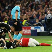 NLD/Amsterdam/20181023 - Champions Leaguewedstrijd  Ajax - SL Benfica, gewonden na botsing tijdens een kopbal