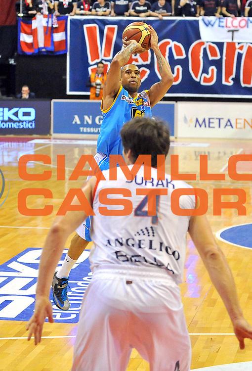 DESCRIZIONE : Biella Lega A 2012-13 Angelico Biella Vanoli Cremona<br /> GIOCATORE : Jarrius jackson<br /> SQUADRA :  Vanoli Cremona<br /> EVENTO : Campionato Lega A 2012-2013 <br /> GARA : Angelico Biella Vanoli Cremona <br /> DATA : 13/01/2013<br /> CATEGORIA : Tiro<br /> SPORT : Pallacanestro <br /> AUTORE : Agenzia Ciamillo-Castoria/ L.Goria<br /> Galleria : Lega Basket A 2012-2013 <br /> Fotonotizia : Biella Lega A 2012-13  Angelico Biella Vanoli Cremona<br /> Predefinita