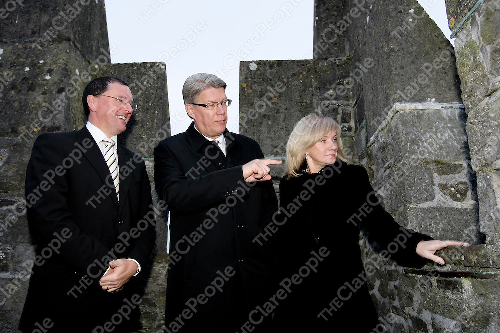 HE Mr Valdis Zatlers (centre), the President of Latvia, with his wife, Mrs Lilita Zatlers, and John Ruddle, Chief Executive, Shannon Heritage,on the Battlements during a visit to Bunratty Castle and Folk Park in Co Clare.Pic Arthur Ellis/Press22.