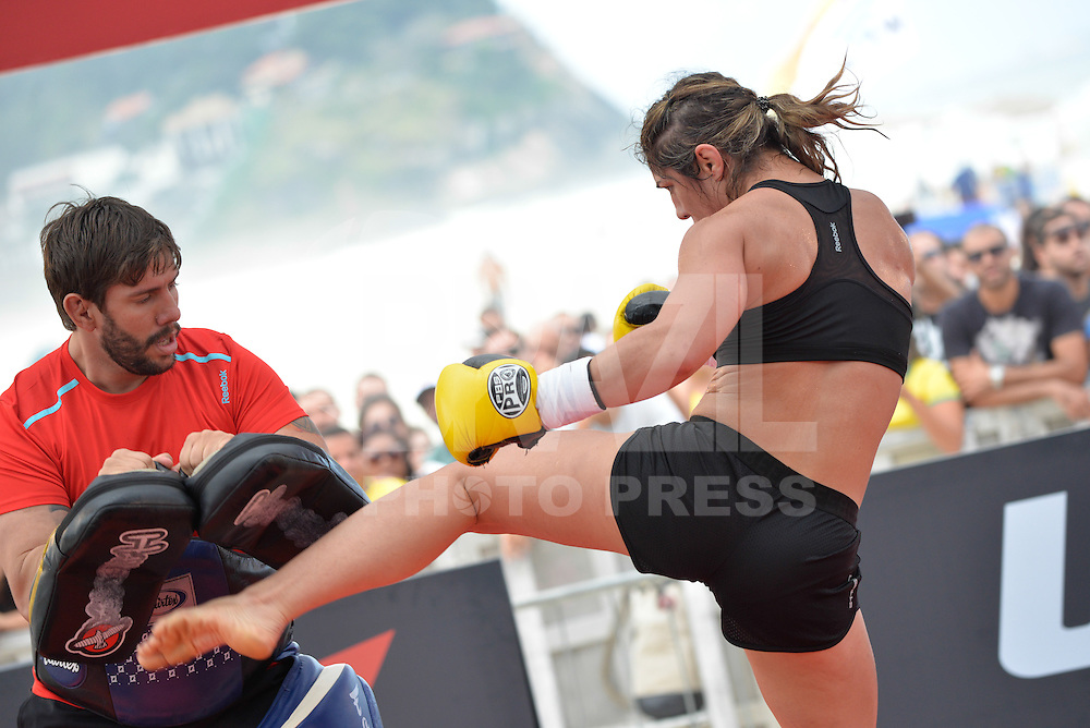 RIO DE JANEIRO, RJ, 29.07.2015 - UFC-RJ - A lutadora Bethe Correia durante o treino aberto para o UFC 190: Rousey vs. Correia, na praia da Barra da Tijuca, na zona oeste, nesta quarta-feira (29). (Foto: João Mattos / Brazil Photo Press)