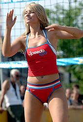 18-06-2006 VOLLEYBAL: CITY BEACH TOUR: GOUDA<br /> De finales van de City Beach! Tour stond dit weekend op de markt van Gouda / beach item - danseres cheerleaders<br /> ©2006-WWW.FOTOHOOGENDOORN.NL