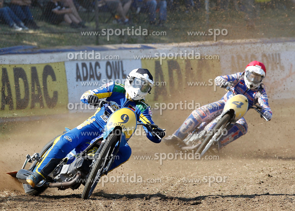 07.06.2015, Leineweberring, Bielefeld, GER, ADAC Motorrad Grasbahnrennen EM, Semifinale 2, im Bild 9 Enrico Janoschka/D, 4 Jannick de Jong/NL, Speed, Kurve. Drift, Zweikampf // during the second Semifinal of ADAC Motorcycle GRASSTRACK European Championship at the Leineweberring in Bielefeld, Germany on 2015/06/07. EXPA Pictures © 2015, PhotoCredit: EXPA/ Eibner-Pressefoto/ Stiefel<br /> <br /> *****ATTENTION - OUT of GER*****