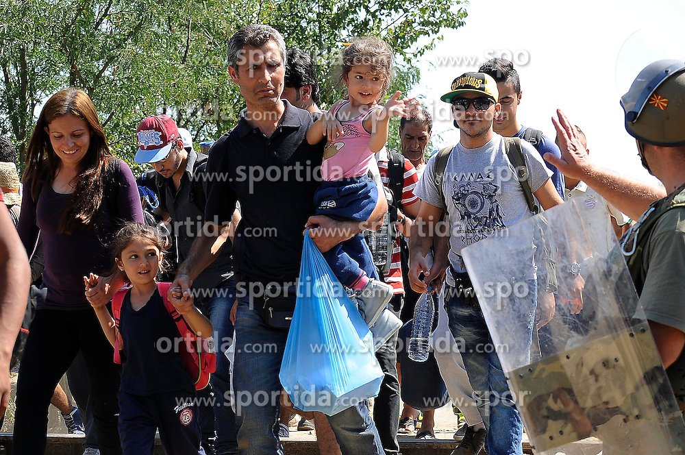 28.08.2015, Gevgelija, MKD, Fl&uuml;chtlinge an Mazedonischer Grenze auf dem Weg nach Norden, im Bild Tausende Fl&uuml;chtlinge wollen &uuml;ber die mazedonische Grenze nach Norden. Die Menschen w&uuml;rden weiterhin in Gruppen von 300 bis 400 Personen in Z&uuml;gen und Bussen durch Mazedonien nach Serbien reisen, um von dort in verschiedene EU-Staaten zu gelangen // Thousands of migrants have resumed their journey north through Macedonia and into Serbia after Macedonia reopened its border with Greece. They were able to board trains and buses that took them north to the border with Serbia. Most are seeking to travel to northern Europe, via Hungary. Many of the migrants are Syrians, Iraqis and Afghans fleeing from conflicts in their home countries. Gevgelija, Mazedonia on 2015/08/28. EXPA Pictures &copy; 2015, PhotoCredit: EXPA/ Pixsell/ STR-1234/HaloPix<br /> <br /> *****ATTENTION - for AUT, SLO, SUI, SWE, ITA, FRA only*****