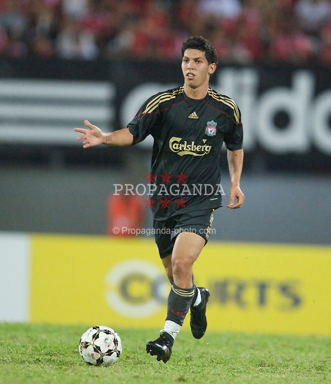 SINGAPORE, SINGAPORE - Sunday, July 26, 2009: Liverpool's Daniel Pacheco in action against Singapore during a preseason friendly at the Singapore National Stadium. (Pic by David Rawcliffe/Propaganda)