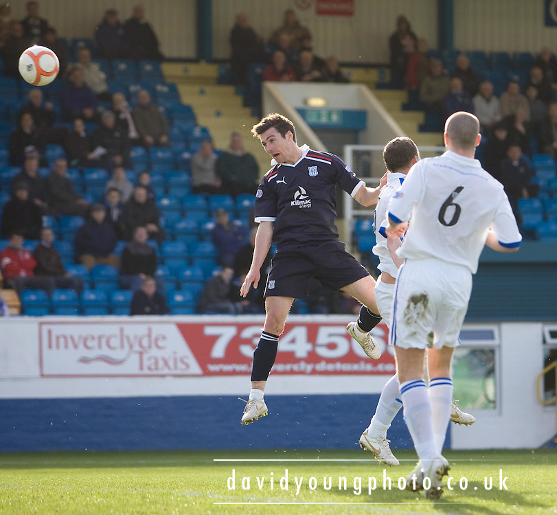Dundee's Carl Finnigan comes close to scoring with a header that Greenock Morton keeper Alan Combe tipped onto the crossbar - Greenock Morton v Dundee, Irn Bru Scottish Football League First Division at Cappielow..© David Young - 5 Foundry Place - Monifieth - DD5 4BB - Telephone 07765 252616 - email; davidyoungphoto@ggmail.com - web; davidyoungphoto.co.uk