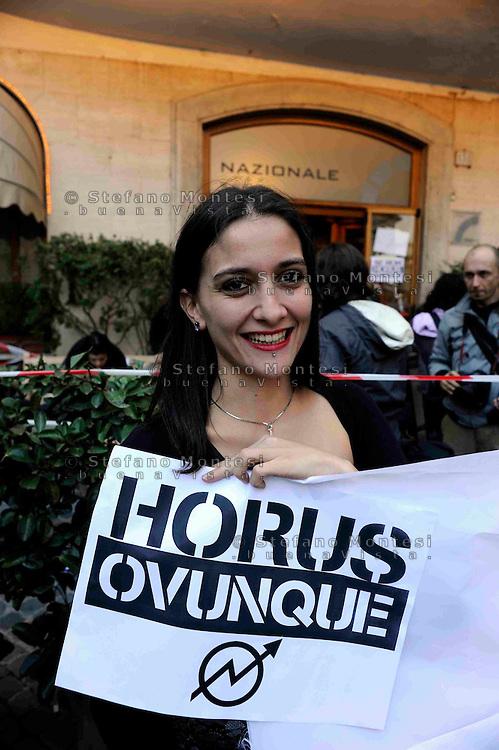 Roma 6 Ottobre 2008.Attivisti Horus  «sigillano»  Hotel Nazionale di piazza Montecitorio..Attivisti dell'Horus protestano davanti all'hotel la cui proprietà,  è la stessa della struttura di piazza Sempione sgomberata lo scorso mese dalla polizia.