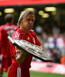 CARDIFF, WALES - SUNDAY, AUGUST 13th, 2006: Liverpool's Bolo Zenden lifts up the trophy after the Community Shield match against Chelsea at the Millennium Stadium. (Pic by David Rawcliffe/Propaganda)