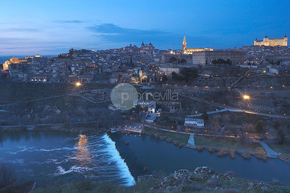 Vista panoramica nocturna de Toledo. España ©Country Sessions Country Sessions / PILAR REVILLA