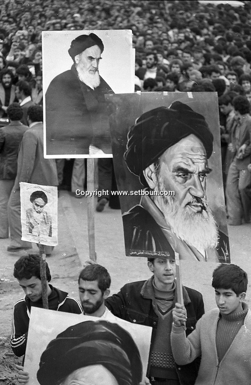 Iran - 08/02/1979/ - demonstration to support Medhi Bazargan , in the streets of tehran, seven days after the arrival of Khomeyni /// manifestation de soutien a Medhi Bazargan , sept jours apres l arrivee de Khomeyni a Teheran   /// IRAN25308 38