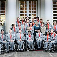 Nederland,Den Haag ,20 september 2008..AMSTERDAM- Koningin Beatrix en prinses Margriet krijgen vrijdag de medaillewinnaars van de Paralympische Spelen op bezoek. De gehandicapte sporters maken na de huldiging op Paleis Noordeinde een feestelijke tocht door Den Haag..De officiële huldiging echter is niet in de Ridderzaal, maar in het stadhuis van de hofstad, waardoor de tour in een open bus door de binnenstad ook wat korter is. Op het stadhuis worden de medaillewinnaars toegesproken door premier Balkenende..