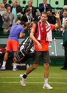 Florian Mayer (GER) winkt und verabschiedet sich vom Publikum,<br /> <br /> Tennis - Gerry Weber Open - ATP 500 -  Gerry Weber Stadion - Halle / Westf. - Nordrhein Westfalen - Germany  - 19 June 2015. <br /> &copy; Juergen Hasenkopf