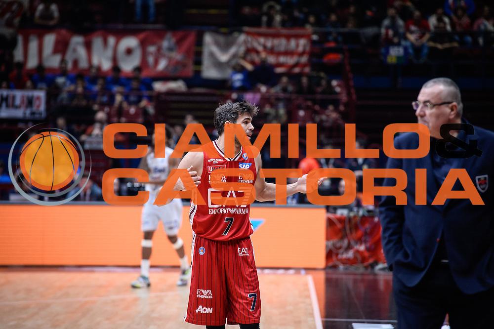 DESCRIZIONE : Milano Lega A 2015-16 <br /> GIOCATORE : Bruno Cerella<br /> CATEGORIA : Mani Ritratto<br /> SQUADRA : Olimpia EA7 Emporio Armani Milano<br /> EVENTO : Campionato Lega A 2015-2016<br /> GARA : Olimpia EA7 Emporio Armani Milano Enel Brindisi<br /> DATA : 20/12/2015<br /> SPORT : Pallacanestro<br /> AUTORE : Agenzia Ciamillo-Castoria/M.Ozbot<br /> Galleria : Lega Basket A 2015-2016 <br /> Fotonotizia: Milano Lega A 2015-16