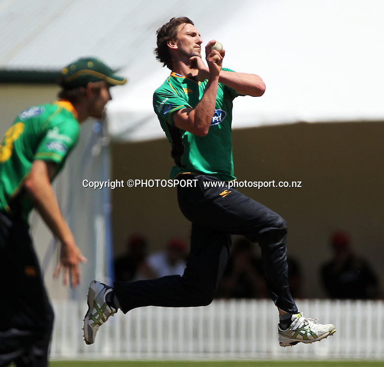 Central Stags bowler Michael Mason. Canterbury Wizards v Central Stags, 1-Day Ford Trophy Game held at Mainpower Oval, Rangiora, Friday 25 November 2011. Photo : Joseph Johnson / photosport.co.nz
