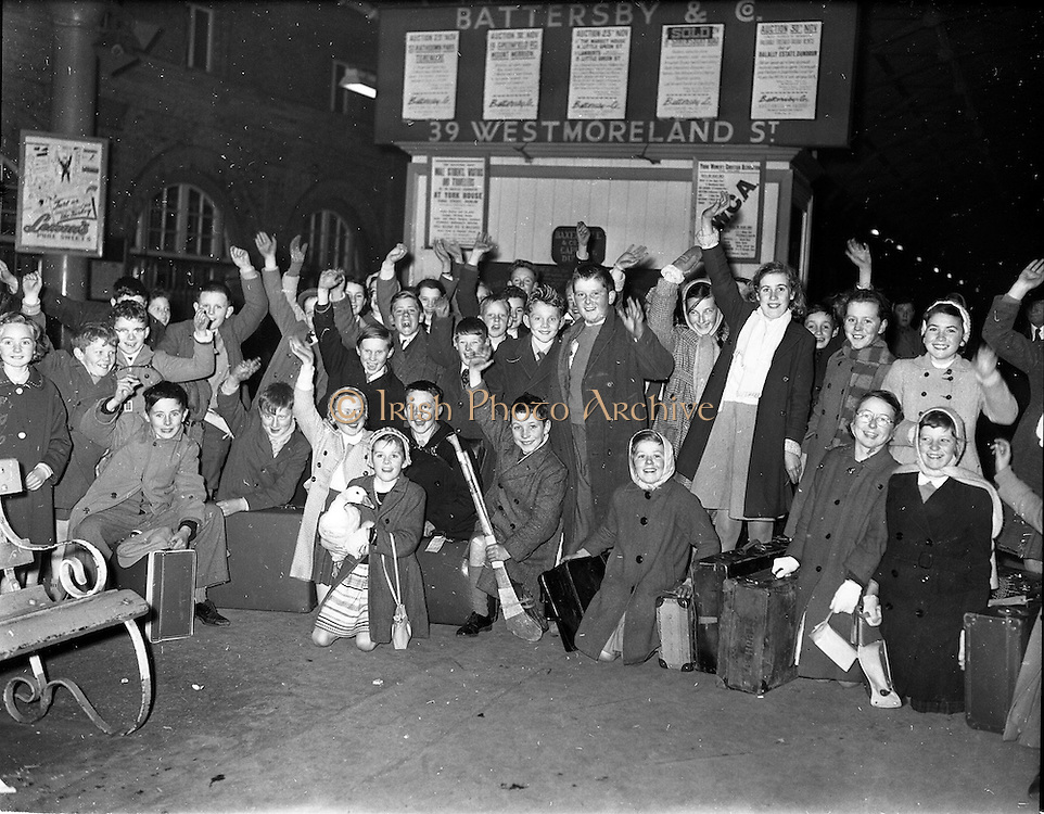 05/12/1961<br /> 12/05/1961<br /> 05 December 1961<br /> Gael Linn - children returning from the Gaeltacht at Westland Row (Pearse) Station. Note girl with goose!