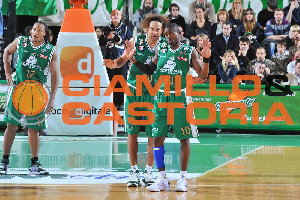 DESCRIZIONE : Treviso Lega A 2009-10 Basket Benetton Treviso Montepaschi Siena<br /> GIOCATORE : Romain Sato<br /> SQUADRA : Montepaschi Siena<br /> EVENTO : Campionato Lega A 2009-2010<br /> GARA : Benetton Treviso Montepaschi Siena<br /> DATA : 03/01/2010<br /> CATEGORIA : Delusione<br /> SPORT : Pallacanestro<br /> AUTORE : Agenzia Ciamillo-Castoria/M.Gregolin<br /> Galleria : Lega Basket A 2009-2010 <br /> Fotonotizia : Treviso Campionato Italiano Lega A 2009-2010 Benetton Treviso Montepaschi Siena<br /> Predefinita :
