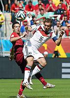 v.l. Joao Moutinho, Philipp Lahm (Deutschland)<br /> Fussball, FIFA WM 2014 in Brasilien, Vorrunde, Deutschland - Portugal<br /> Tyskland - Portugal<br /> <br /> Norway only