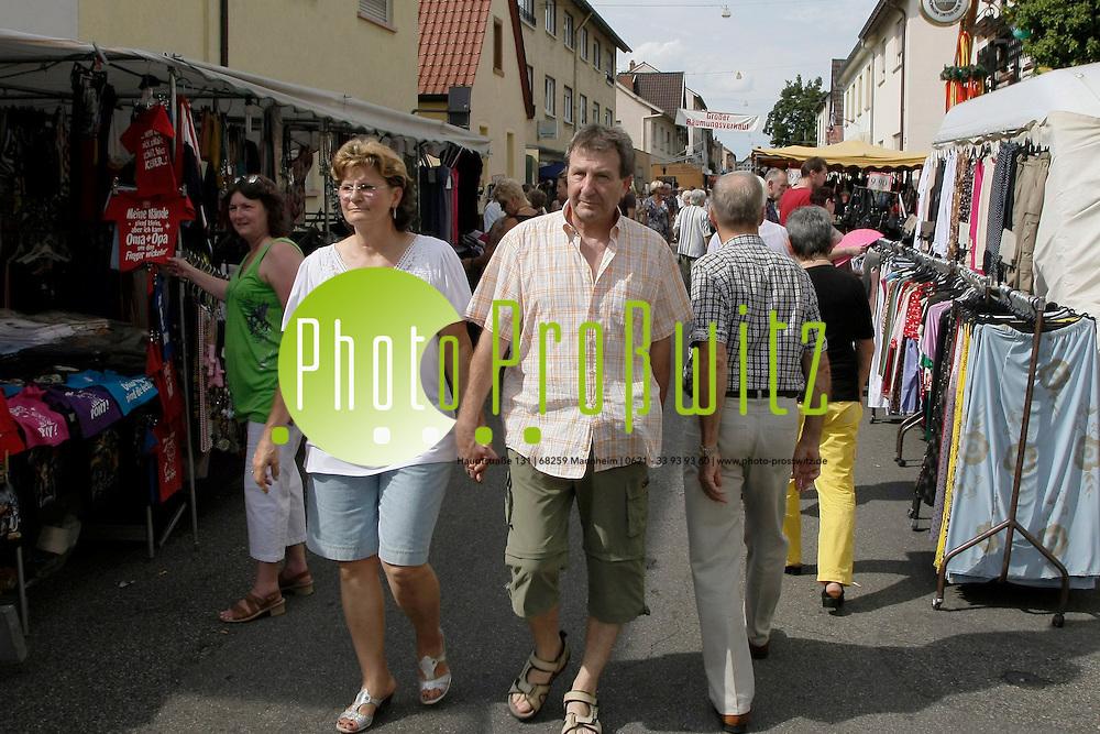 Mannheim. Sandhofen. Kerwe.<br /> <br /> Bild: Markus Proflwitz / masterpress /   *** Local Caption *** masterpress Mannheim - Pressefotoagentur<br /> Markus Proflwitz<br /> C8, 12-13<br /> 68159 MANNHEIM<br /> +49 621 33 93 93 60<br /> info@masterpress.org<br /> Dresdner Bank<br /> BLZ 67080050 / KTO 0650687000<br /> DE221362249