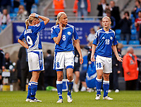 Fotball<br /> EM kvinner 2005<br /> Foto: SBI/Digitalsport<br /> NORWAY ONLY<br /> <br /> England v Finland<br /> 05/06/2005<br /> <br /> Finland players cannot believe they have lost 3-2 thanks to England's injury time winner.