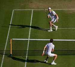 LONDON, ENGLAND - Monday, June 28, 2010: Sam Querrey (USA) and Andy Murray (GBR) during the Gentlemen's Singles 4th Round match on day seven of the Wimbledon Lawn Tennis Championships at the All England Lawn Tennis and Croquet Club. (Pic by David Rawcliffe/Propaganda)