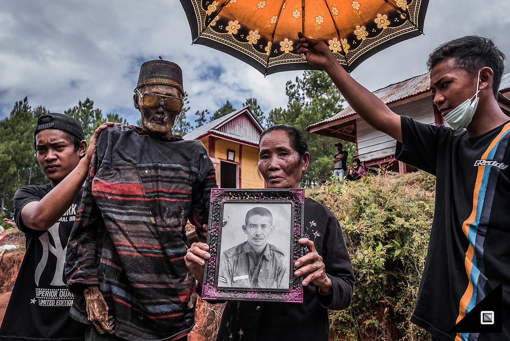 Indonesia - Sulawesi - Tana Toraja. Balle&rsquo; graveyard (Panggala, Rindigallo)<br />