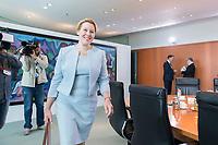 03 JUL 2019, BERLIN/GERMANY:<br /> Franziska Giffey, SPD, bundesfamlienministerin, auf dem Weg zu ihrem Platz, vor Beginn der Kabinettsitzung, Bundeskanzleramt<br /> IMAGE: 20190703-01-002<br /> KEYWORDS: Kabinett, Sitzung