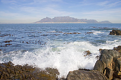 Robben Island or Seal Island is an island in Table Bay, some seven kilometres off the coast of Cape Town, South Africa. Robben Island is roughly oval in shape, 3.3 km long north-south, and 1.9 km wide, with an area of 5.07 km2. It is flat and only a few metres above sea level, as a result of an ancient erosion event. The island is composed of Precambrian metamorphic rocks belonging to the Malmesbury Group. It is of particular note as it was here that former South African President and Nobel Laureate Nelson Mandela and former South African President Kgalema Motlanthe, alongside many other political prisoners, spent decades imprisoned during the apartheid era. Today the island is a popular tourist destination and was declared a World Heritage Site in 1999. It is reached by ferry from the Victoria & Alfred Waterfront in Cape Town and is open throughout the year, weather permitting, and tours of the island and prison are led by guides who were formerly prisoners there. Robben Island Museum operates as a site or living museum. *** Robben Island est une ile d Afrique du Sud, au large du Cap, qui a servi au XXe siecle de prison politique pour les opposants noirs au regime d apartheid. Elle a ete inscrite sur la liste du patrimoine mondial de l UNESCO en 1999.Son nom provient du fait qu il y aurait de nombreux phoques dans les eaux entourants l ile. Robben signifie phoques et eiland signifie ile en neerlandais. Nelson Mandela y fut detenu pendant pres de 18 ans, a partir de 1964, avant d etre transfere a la prison Victor Vester, pres de Paarl. De nombreux autres membres de l ANC et des mouvements de liberation sud africains y furent aussi detenus.