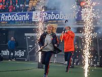 Den Bosch - Rabo fandag 2019 . hockey clinics met de spelers van het Nederlandse team. opkomst van international Ilse Kapelle  (Ned) met rechts Floris Wortelboer (Ned) .   COPYRIGHT KOEN SUYK