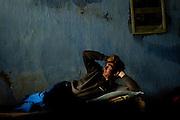 Billede 8: Sovende brandmand<br /> I l&oslash;bet af en 24-timers vagt er der meget ventetid.