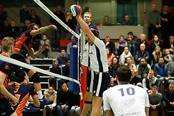 20170125 NED: Beker, Sliedrecht Sport - Seesing Personeel Orion: Sliedrecht<br />Tom Buijs (11) of Seesing Personeel - Orion, Michael van Leeuwe (4) of Sliedrecht Sport <br />©2017-FotoHoogendoorn.nl / Pim Waslander